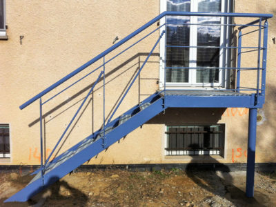 escalier droit plateforme metallique Colomars
