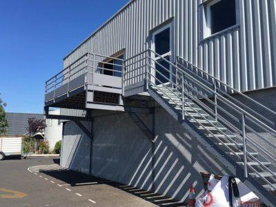 escalier droit terrasse suspendue metallier La Gaude
