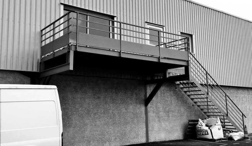 escalier métal - ferronnier nice et 06