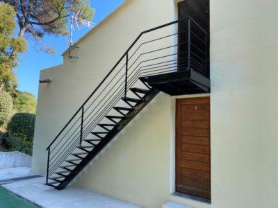 escalier-droit-limon-central-ferronnier-la-gaude