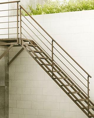 escalier droit sur mesure pour professionnel nice
